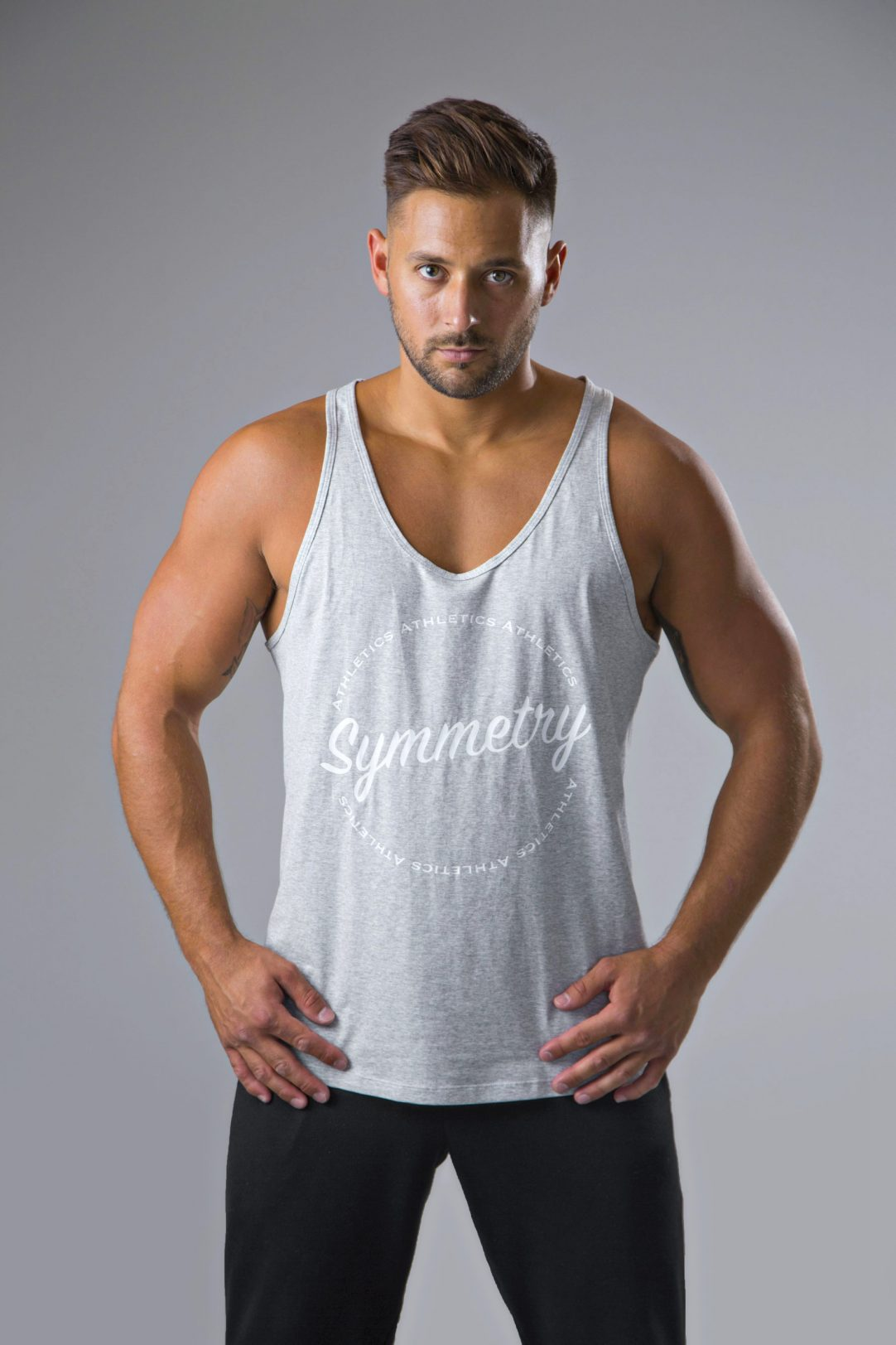 Mens stringer vest tops in heathered grey and white 8 | symmetry athletics